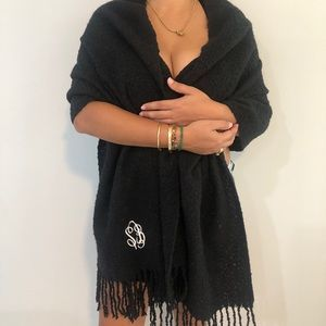 🛍 Urban Outfitters scarf